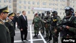 İlham Əliyev Daxili Qoşunların hərbi şəhərciyinin açılışında