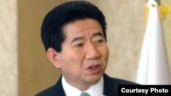 رو مو هيون، رييس جمهوری کره جنوبی در انتقاد از نحوه پوشش خبری بعضی از رسانه های غربی گفت که اقتصاد کره جنوبی از آنچه وی «گزارش های تنش زای رسانه های آمريکايی» ناميد رنج می برد.