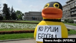 "Patka inicijative ""Ne davimo Beograd"" pred Skupštinom, 28. april 2016."