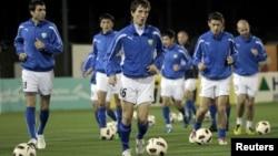 Futbol bo'yicha O'zbekiston milliy terma jamoasi mashg'ulotlar davomida. Doha, Qatar. 24 yanvar 2011 yil.