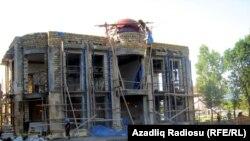 YAP Astara rayon təşkilatı üçün şəhərin mərkəzində inzibati bina tikilir