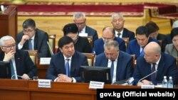 Члены правительства в парламенте.