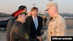 Шефот на американската Централна команда генерал Џејмс Матис во посета на Узбекистан