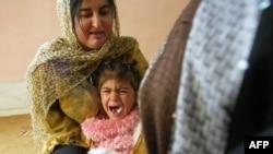 فتاة كردية في الرابعة من العمر تصرخ خلال ختانها - السليمانية - نيسان - 2009