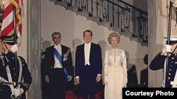 محمد رضا پهلوی، شاه سابق ایران در کنار ریچارد نیکسون، رییس جمهوری وقت آمریکا
