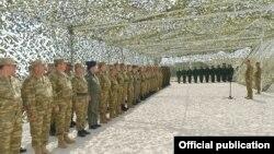 Президент Ильхам Алиев на военных учениях со старшыми офицерами 26 июня, 2014 года