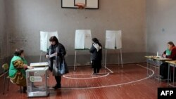 Վրաստան - Խրհրդարանական ընտրությունների երկրորդ փուլի քվեարկությունը Թբիլիսիի ընտրատեղամասերից մեկում, 30-ը հոկտեմբերի, 2016թ․