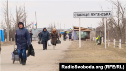 Правозахисники зазначають, що перетин розмежувальної лінії у Станиці Луганській є небезпечним