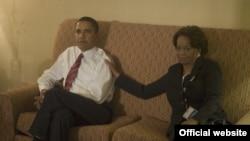 Мариан Робинсон Обаманы шайлоо өнөктүгү маалында колдоодо