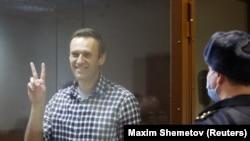 Навальний суд залида.