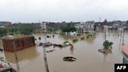 Pamje nga vërshimet e mëdha në qytetin Lahore në Pakistan