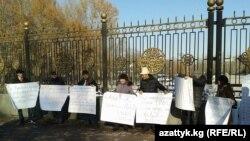 Сторонники ТС возле «Белого дома». 22 декабря.