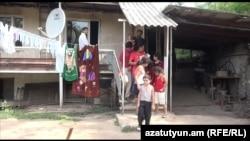 Բերքաբերցի բազմազավակ ընտանիքը պարտքով վերցրած գումար է երեխաներին դպրոց ուղարկել
