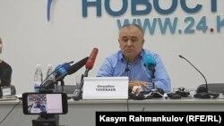 Өмүрбек Текебаев маалымат жыйынында.