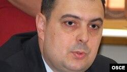 """""""Svi koji na Kosovu žive to jako dobro znaju da se to tamo dešavalo, ali zato što su podlegli tim pritiscima neće javno o njima da govore"""", kaže za RSE Petar Miletić."""