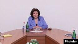 Ազգային ժողովի փոխնախագահ Հերմինե Նաղդալյանը հանդիպման ժամանակ, արխիվ