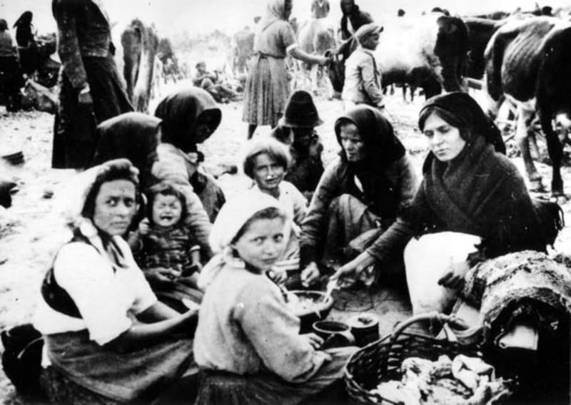 U travnju 1942. ustaše su mještane Mlake deportirali u logore u Jasenovcu i Staroj Gradiški