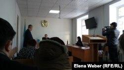 Фото из зала суда, где рассматривают дело Ткачева и Алиаскарова. Караганда, 29 ноября 2017 года.