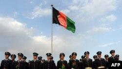 په کابل کې افغان ځواکونو د خپل هېواد د بېرغ لاندې ولاړ دي