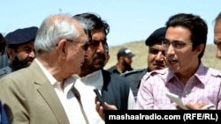 د بلوچستان ګورنر محمد خان اڅکزي سره د مشال راډيو خبریال خدای نور ناصر مرکه کوي