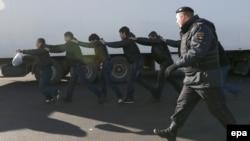 Орусия -- Кармалган мигранттар, Москва, 14-октябрь, 2013.