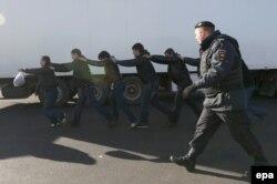 Moskvada işçi miqrantlara qarşı reyd - 14 oktyabr 2013