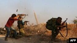 Бій за одне із сіл в околицях Дабіка, на фото – бійці «Вільної сирійської армії», жовтень 2016 року