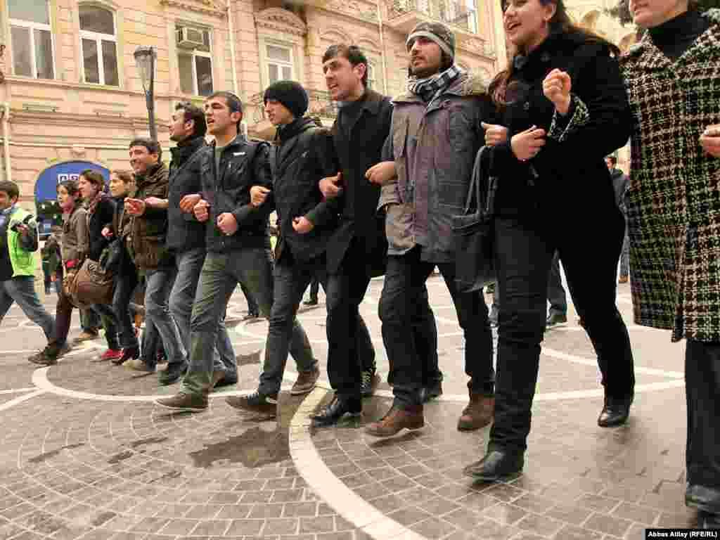 Активісти скликали акцію через соціальні мережі в інтернеті.