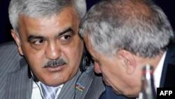 Arxiv fotosu: SOCAR-ın prezidenti Rövnəq Abdullayev (solda) Energetika naziri Natiq Əliyevlə.