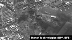 Imagine din satelit: ambuteiaje și mii de oameni lângă aeroportul din Kabul, 19 august 2021
