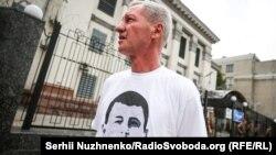 Батько Ервіна Ібрагімова Умер Ібрагімов біля російського посольства в Києві, архівне фото
