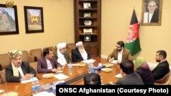 حمدالله محب در دیدار با بزرگان بلوچ افغانستان از آنان خواست جوانان خود را به صفوف نیروهای امنیتی بفرستند.