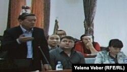 Экс-премьер Серік Ахметов өзіне қарсы сотта сөйлеп тұр. Қарағанды, 25 тамыз 2015 жыл.