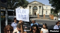 Armenia -- Activists protest in Yerevan against Armenia's membership in the Moscow-led Customs Union, 3 Sep, 2014.