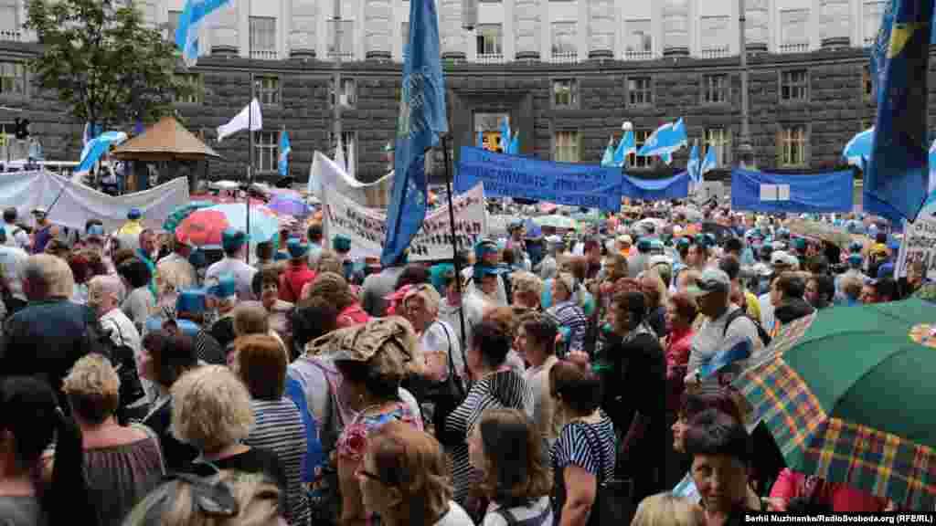Кілька тисяч мітингувальників взяли участь у Всеукраїнському марші протесту проти підвищення комунальних тарифів. Київ, 6 липня 2016 року БІЛЬШЕ ПРО ЦЕ