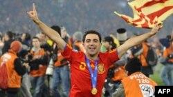 Шави ликува като световен шампион с Испания след победата с 1:0 срещу Холандия, 11 юли 2010 г.