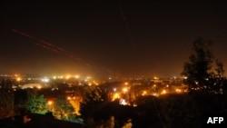 Ночной бой между повстанцами и бойцами Национальной гвардии Украины в Луганске. 3 июня 2014 года.