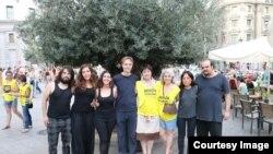 """Мадридда """"Халқаро Амнистия"""" фаоллари ўзбек журналистини озод қилиш талабидаги петицияга имзо тўплашди"""