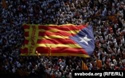 """Гигантская каталонская """"эстелада"""" в Барселоне. 25 сентября"""