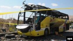 Пошкоджений вибухом автобус (ілюстративне фото)