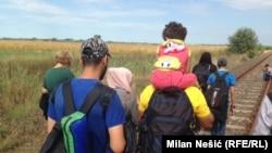 Izbeglice iz Sirije na putu ka mađarskoj granici