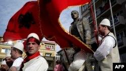 В Косове отмечают 6-летие независимости от Сербии. На улице в Приштине 17 февраля 2014 года
