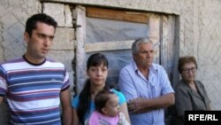 Božidar Zečević sa porodicom, Foto: Tina Jelin