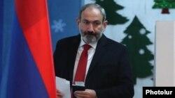 Nikol Paşinyan seçki məntəqəsində , Yerevan, 9 dekabr 2018