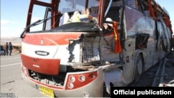 Arxiv fotosu: Ermənistana gedən İran avtobusu Culfa rayonu ərazisində qəzaya uğrayıb. 20 mart 2012