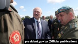 Аляксандар Лукашэнка сярод спэцназаўцаў у Мар'інай Горцы