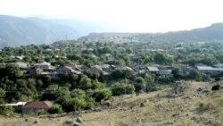 Չնայած բազմաթիվ հոգսերին, հարևան գյուղերի համամատ Շինուհայրից արտագաղթը քիչ է