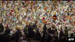 """Траурная церемония в Нидерландах в память о жертвах катастрофы малайзийского """"Боинга"""" в небе над Донбассом. Ньювегейн, 17 июля 2015 года."""