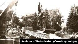 Знос помніка Леніну ў Цярнопалі ў жніўні 1990-га.