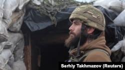 Обострение на Донбассе: фото из окопов и бомбоубежищ (фотогалерея)